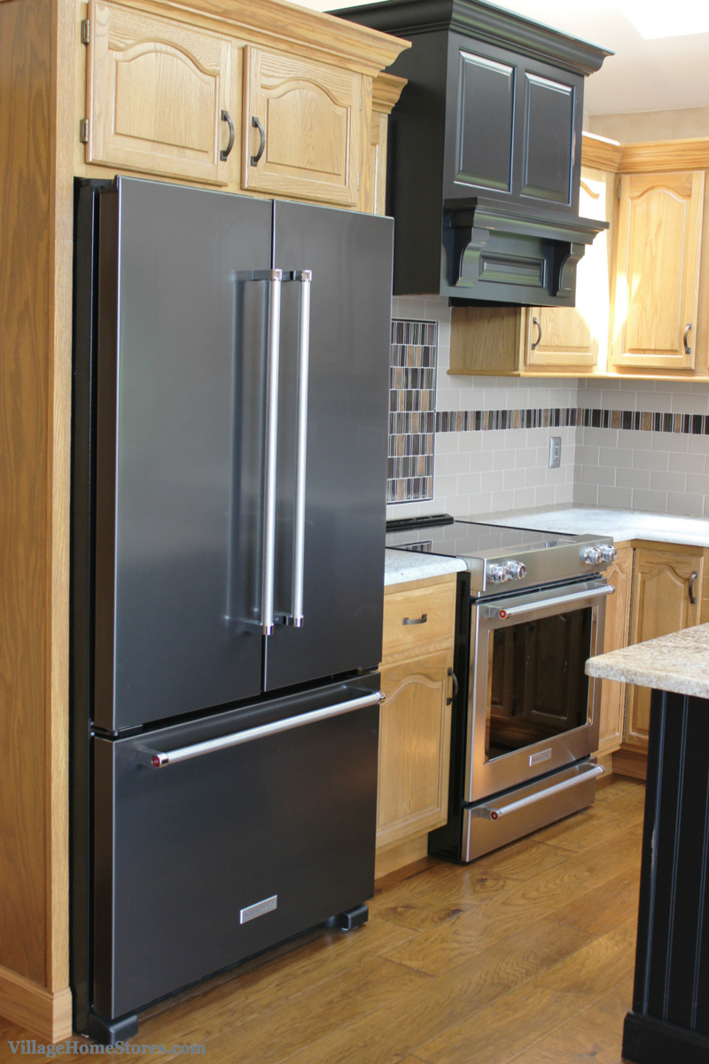 Black and true stainless steel in a Prophetstown, IL kitchen. | VillageHomeStores.com