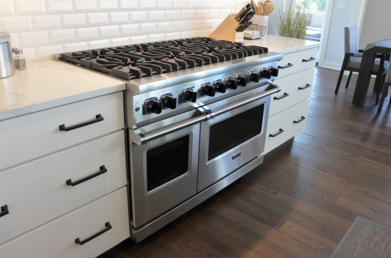 Viking gas range installed in a Bettendorf, Iowa kitchen.