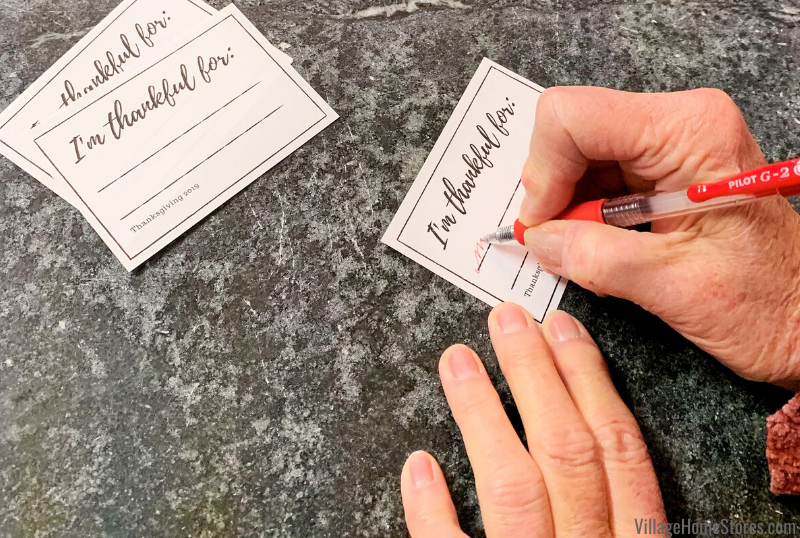"Printable ""I'm Thankful For"" slips for your Thanksgiving table."